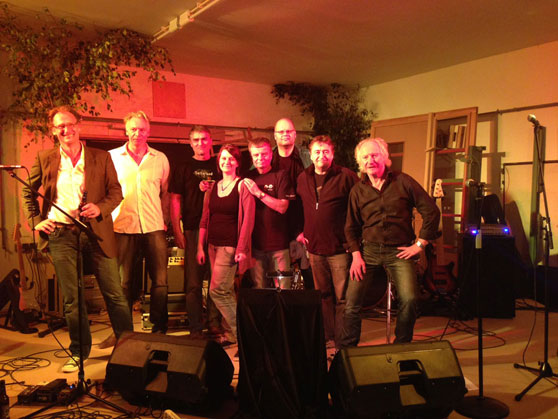 JaWU played together with the Eric Clapton cover band Journeymen in Schweiburg (German North Sea coast) on September 28, 2013. And Janina sang 2 songs with Journeymen too: Cream's White Room and Eric Clapton's I shot the sheriff. Janina, we are proud of you.